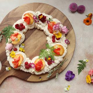 Simple Meringue Wreath With Lemon Curd And Edible Flowers.