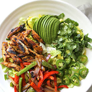 GRILLED CHICKEN FAJITA SALAD.