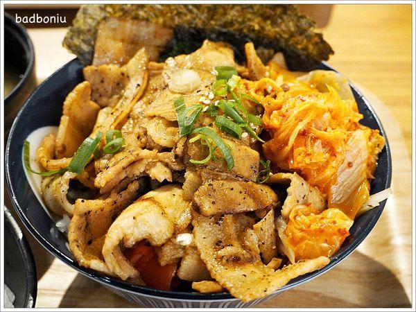 虎藏燒肉丼食所 南平加盟店.炭火直燒肉滿滿的丼飯專賣店,飲料、味噌湯喝到飽,還可以免費加飯