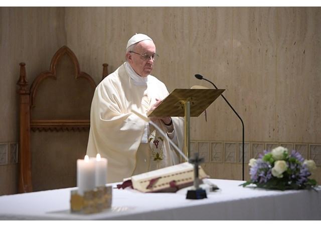 Đức Thánh Cha: Người Ki-tô hữu không cần phải xem tử vi để đoán trước tương lai