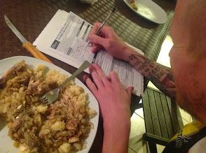 Photo: il préfère signé aux astiaus que manger