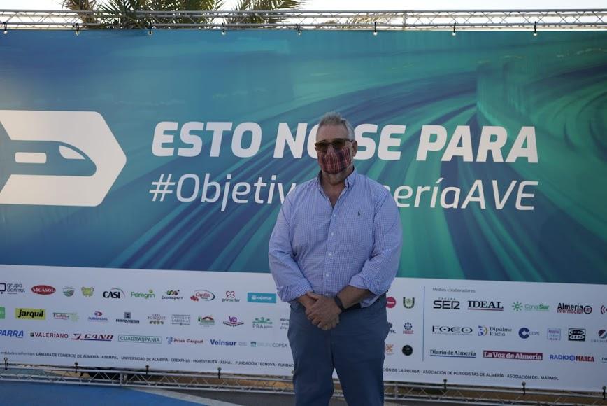 Mesa en Defensa del Tren (José Carlos Tejada) y entidades empresariales, unidas por el mismo objetivo: el AVE
