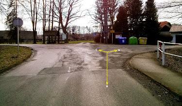 Photo: OSTRAVA - BARTOVICE. ROZCESTÍ ZA ŽELEZNIČNÍM PODJEZDEM. (A) - trasa směr Vratimov, přes les Důlňák, cyklotrasa č. 6064 (B) - trasa směr Šenov, Havířov - výchozí bod (C) - místní komunikace, cyklotrasa č. 6064 - směr Havířov