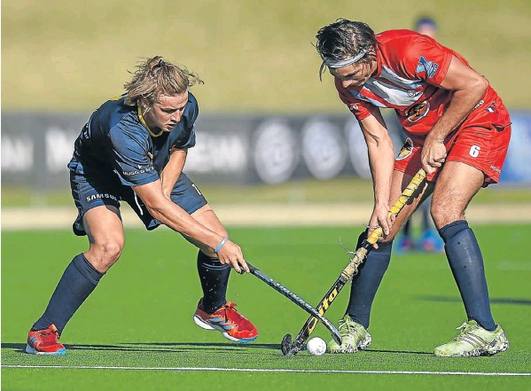 Madibaz player Arno van Jaarsveld, left, and Ryan Scheepers, of Free State University, duel for possession during their Varsity Hockey match at Wits in Johannesburg last weekend