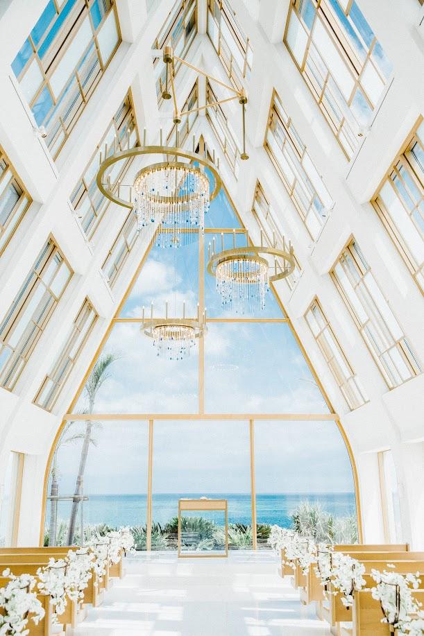 台灣新人到海外的 沖繩美之教會 舉行陽光正好的 海外 美式 婚禮 ,是每位新娘夢寐以求的美式婚禮樣式!