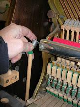 Photo: libérer la baguette de renvoi de la pédale gauche
