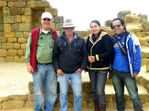 Photo: Marty, Ingapircaa guide Carlos, Cecilia, Enrique