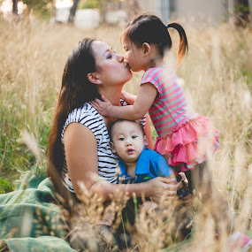 Kisses for Mommy by Bethany McGregor - People Family ( children, golden hour, snohomish county, baby, breastfeeding, family, girl, boy, photography,  )