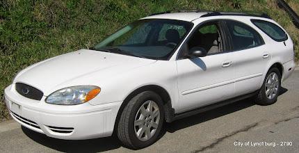 Photo: Lot 26 - (2790-1/2) - 2004 Ford Taurus Wagon - 97,543 miles