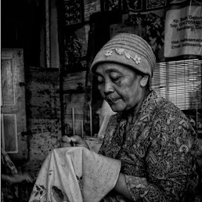 mBatik by Ayah Adit Qunyit - Professional People Factory Workers ( woman, b&w, portrait, person )