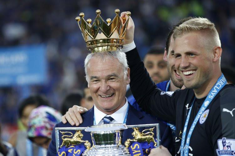 Leicester City reçoit son trophée ! (Photos)