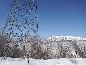鉄塔に到着(奥はカラモン峰)