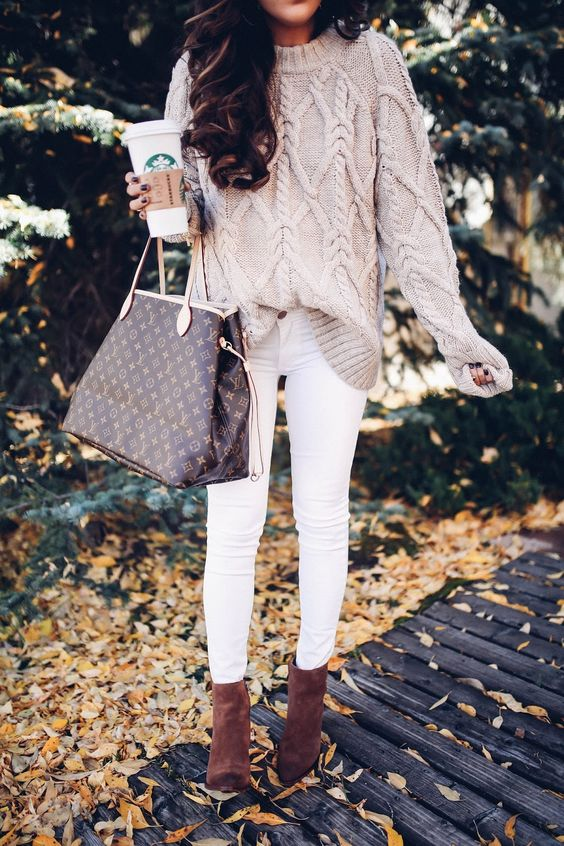 Soft and chic fall outfit with neutral knitted sweater for Soft Autumn women