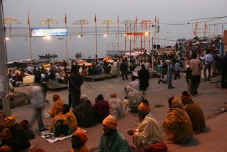 Photo: Jokailtaisen hinduseremonian alkua odotellessa