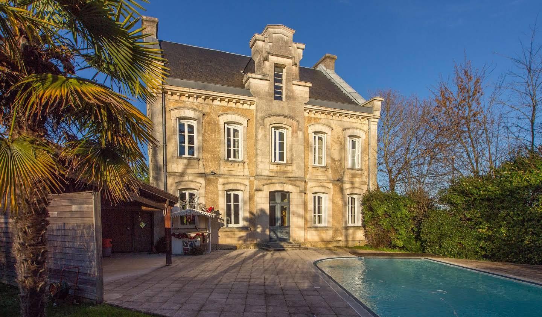 Maison avec piscine et jardin Champniers
