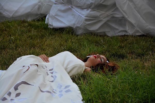 Il silenzio di una bambola bianca di FotografoPerCaso
