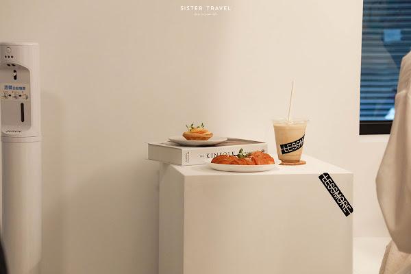 Lessmore-新開幕,簡約輕時尚韓系咖啡廳,在純白設計空間喝咖啡