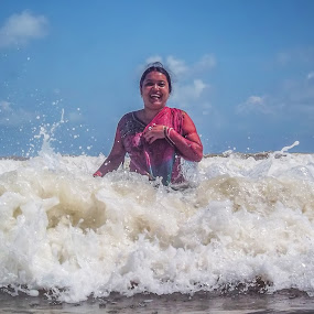 High Tide Fun by Sandip Banerjee - People Portraits of Women ( seaside, holidays, india, people, fun,  )