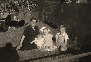 Photo: Adrie, Barry, Nel en Hans vd Herik
