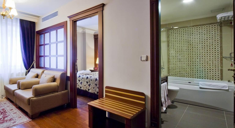 GLK PREMIER Regency Suites & Spa