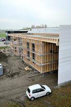 Photo: 12-11-2012 © ervanofoto De werf ligt nu stil. Alles is volgens plan verlopen. Gelukkig staat de hoogtewerker er nog. Nog snel even naar boven voor een luchtfoto. Vermoedelijk een van de laatsten.