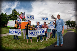 Photo: Protest and Counter Protest of Missouri Proposition C.