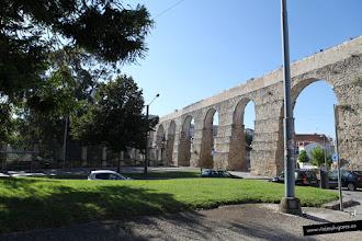 Photo: 8: Sus orígenes se remontan a un primitivo acueducto romano, que suministraba agua a la parte alta de la ciudad, pero los restos que vemos son más bien de uno construido en el s. XVI, mientras reinaba el rey Sebastián de Portugal.