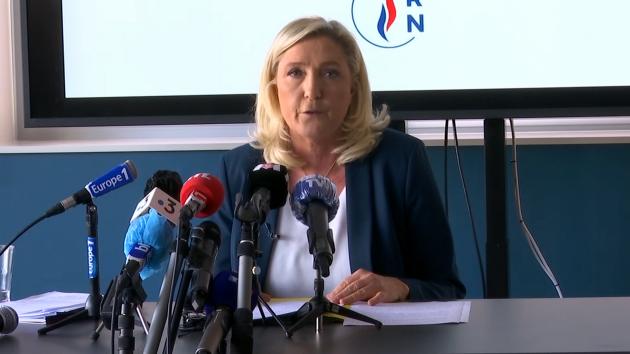 """Violences à Dijon: Marine Le Pen dénonce """"un séparatisme républicain affiché"""""""