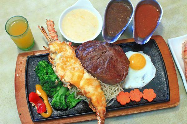 板橋亞東原創厚切牛排-多汁程度破表!超過3公分厚度的爆汁厚切豬排