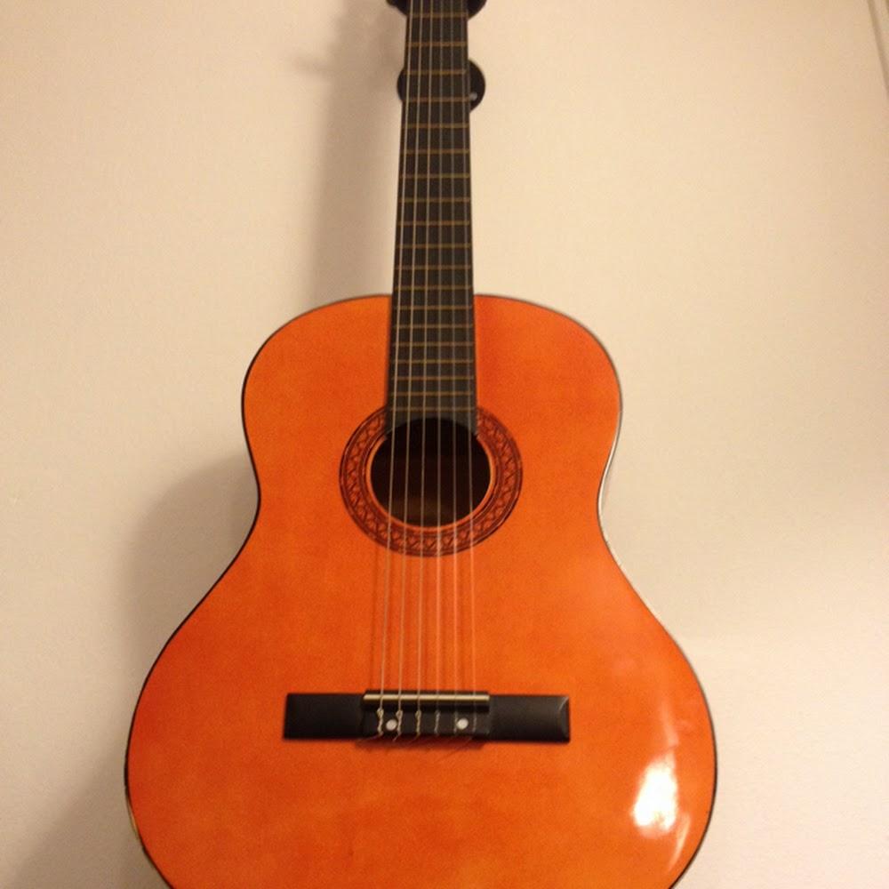 Chitarra classica 4/4 chiara usata