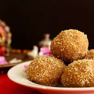 Step By Step Authentic Gujarati Churma Ladoo Recipe
