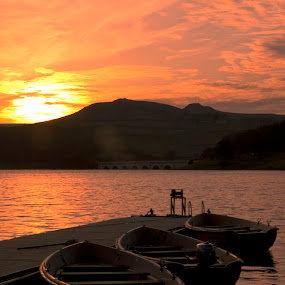 Ladybower sunset by Steve Weston - Landscapes Waterscapes ( clouds, reflection, nature, boats, sunet, lake, view )
