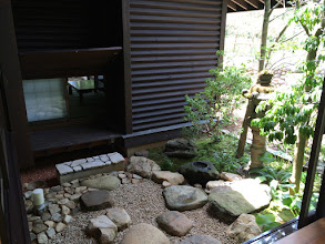 Photo: 中庭から和室に入られます