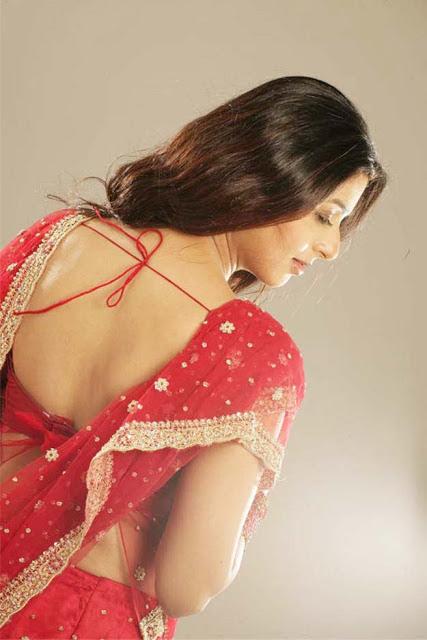 Bhumika Chawla sexy back, Bhumika Chawla in red saree