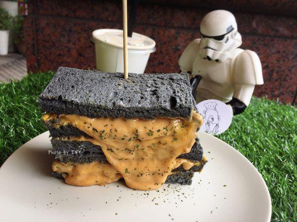 無止盡的芋泥蛋餅與爆漿花生起司醬吐司的創意文青風早午餐店 || 魚吃土。手作三明治
