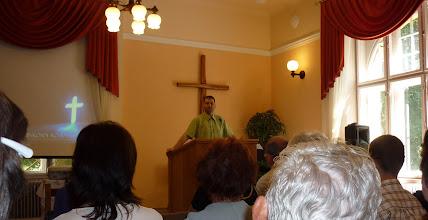 Photo: 2011. május 29-én Kadarkútra utaztunk, a helyi Gyülekezet meghívására. A gyülekezet nevében Óvári Róbert, OP képviselő köszönt.
