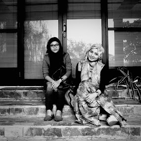 couples by Qnoy Koemat - People Portraits of Women