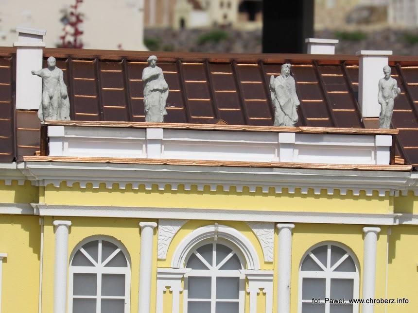 Pałac Wielopolskich wChrobrzu wParku Miniatur
