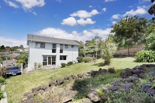 Photo of property at 31 Fyfe Drive, Templestowe Lower 3107