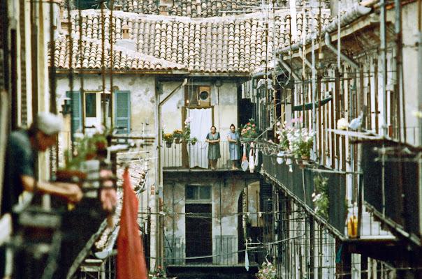 il cortile.....e il bagno in comune sul pianerottolo di jovi55