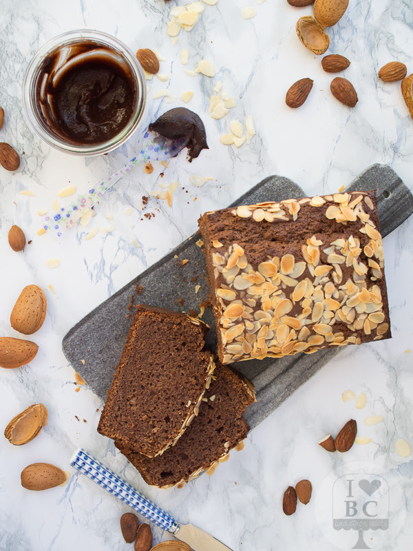 Cake con crema de cacao y almendras