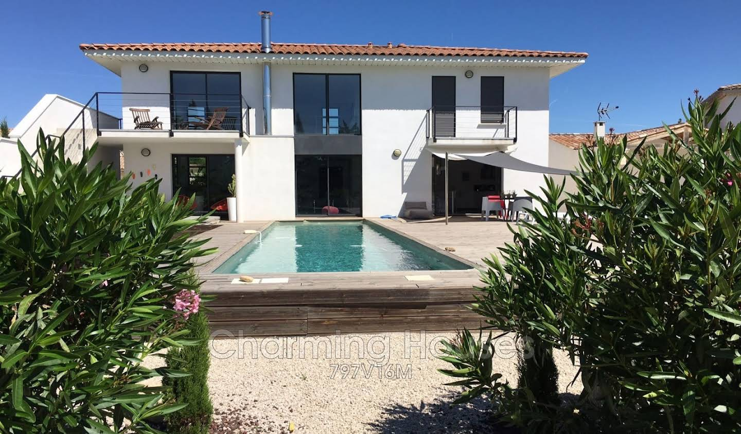 House with pool and terrace Paradou