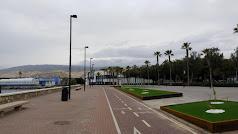 Carril-bici sin ciclistas en el Paseo Marítimo de Almería.