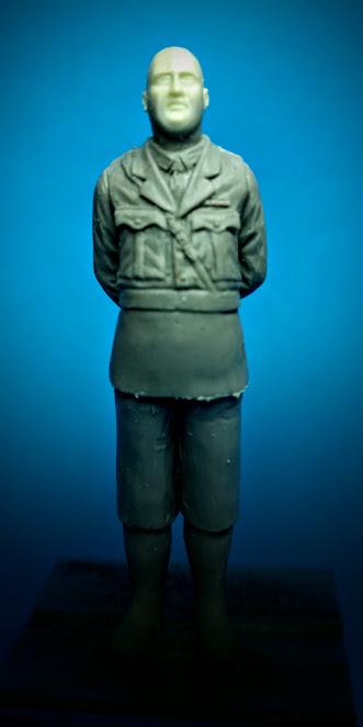 Le râleur, british officer WW1 OK_goGA8kT9o7UYCI2DC4OzN8XL_5lyvlpnNBUa1mxSiYUKQZxxVaI-AmqwF45tP2_yT1sytZQ=w332-h662-no