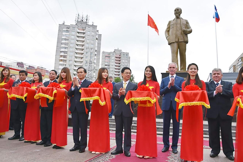 Lễ khánh thành Quảng trường và Tượng đại Chủ tịch Hồ Chí Minh tại tỉnh U-li-a-nốp, ngày 06/6/2017