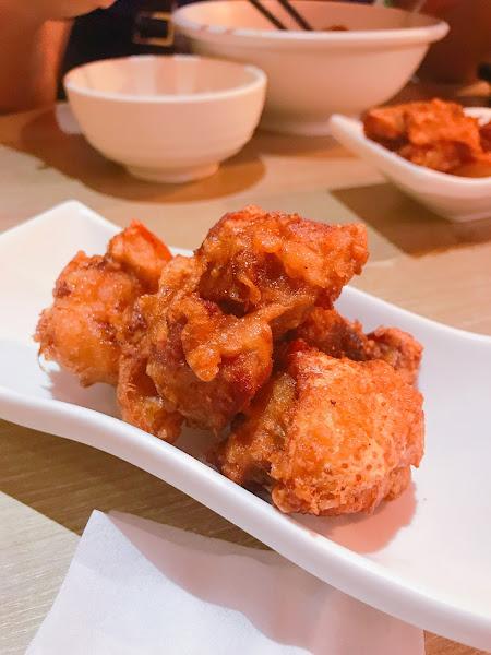 龜梨麵花的口味算是台灣大眾可以接受的,  但對於我來說味道稍稍清淡,但是唐揚雞很有日式風格柔嫩多汁,拉麵部分如果喜好吃當地日本拉麵的朋友可能會覺得不夠濃,但整體來說CP值算高!!