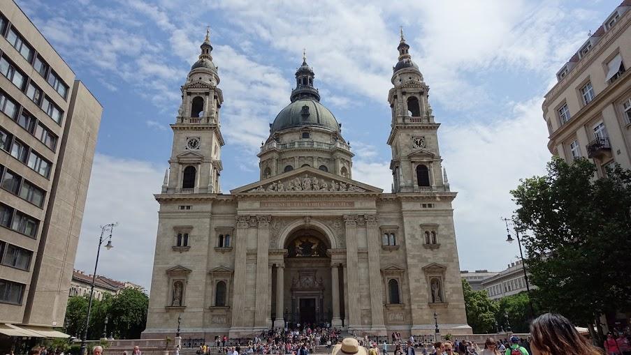 這聖殿真的很高,看底下人的大小......