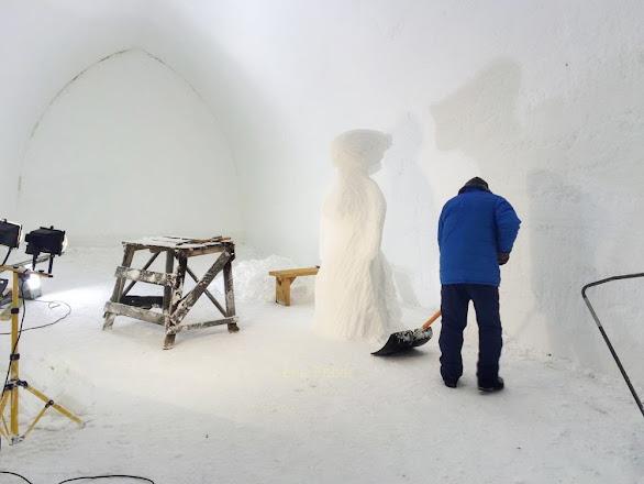 Photo: Building iglu