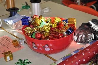 Photo: Un bol de gugusses pour décorer les cadeaux.