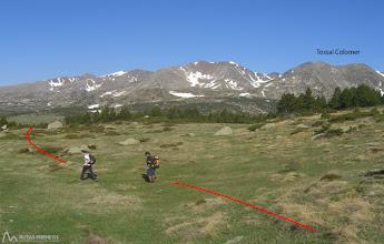 Photo: Con el mapa, un poco de orientación y la referencia del Tossal Colomer llegaremos al Estany Llat
